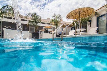Boutique Hotel Capo Blu la piscina